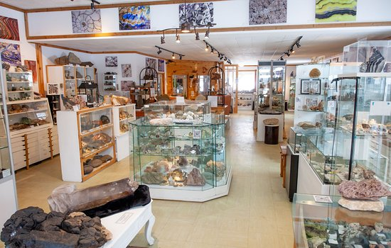 South River, Canadá: Crystal Cave Mineral Exhibit