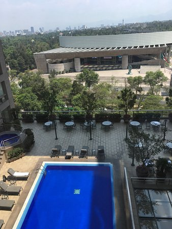 Great JW Marriott with superb service in a fantastic location