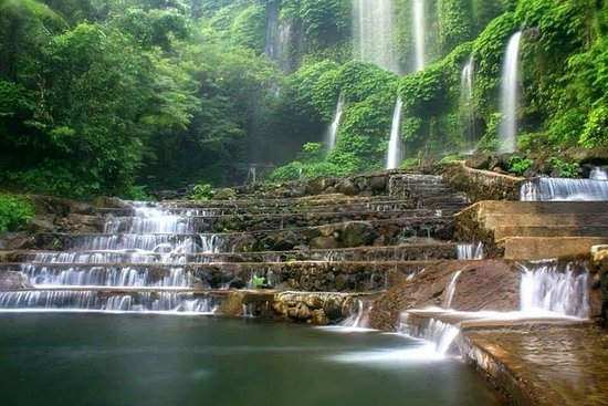 Descubre la cascada de Benang Stokel