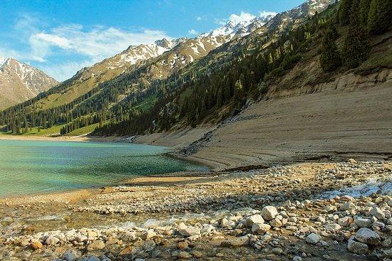 Big Almaty Lake - azure øye av Trans...