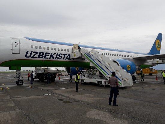Uzbekistan Airways: Boeing 757 at Termez airport