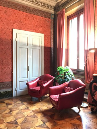 Hotel Orto De Medici: Common room on the first floor, next to the breakfast area and conference room.