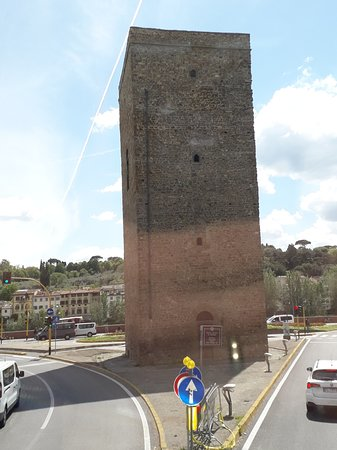 Provincia de Florencia, Italia: Torre em Florença, a Casa da Moeda do florim (fiorino d'oro em italiano), moeda de ouro medieval, emitida na República Florentina, a partir de 1252, referência na Europa até o Sec. XIV.