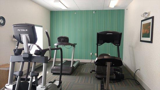 Holiday Inn Express Mt. Pleasant-E Huntingdon: Health club