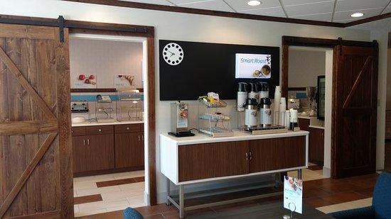 Holiday Inn Express Mt. Pleasant-E Huntingdon: Lobby