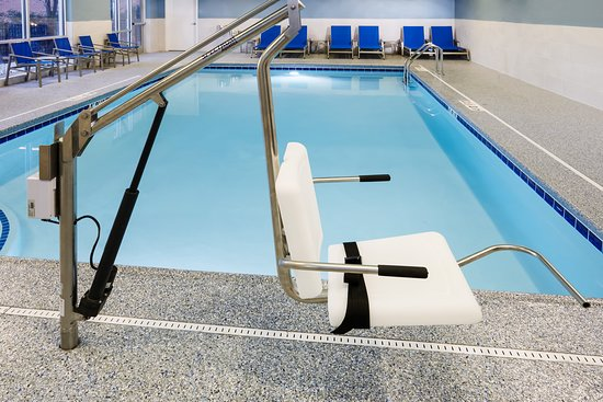 Holiday Inn Express & Suites Chicago North Shore - Niles: Pool