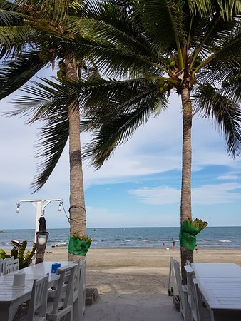 Krua Ban Kru: View of the ocean from the restaurant.
