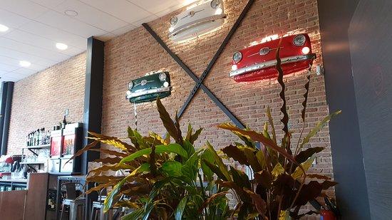 Little Italy Factory: Décor avec calandres de Fiat 500