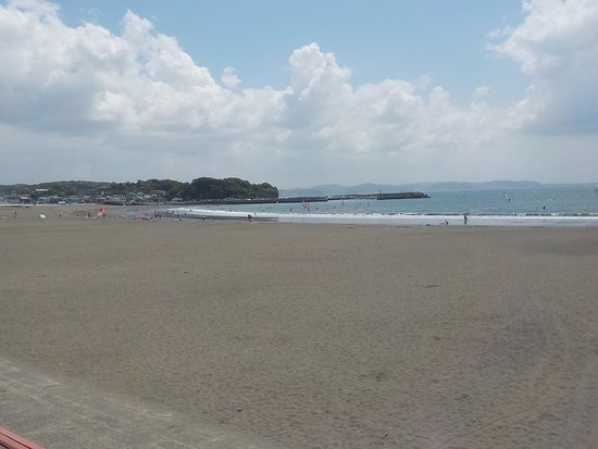 Fujisawa, Giappone: The beach is wide and sandy
