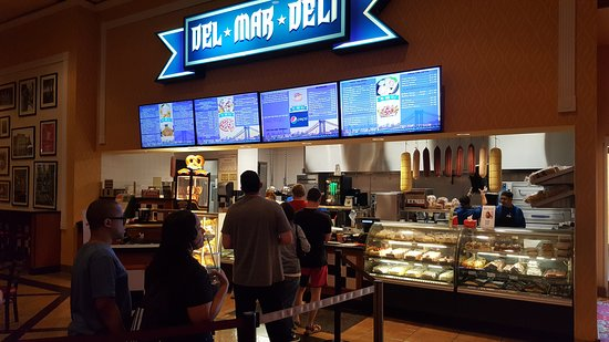 Del Mar Deli: line to order