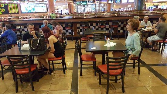 Del Mar Deli: dining area