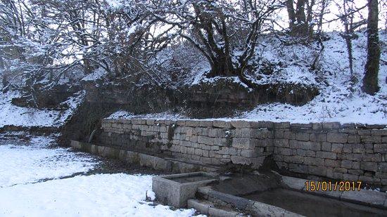Buzeins, Frankrijk: les fontaine et lavoir