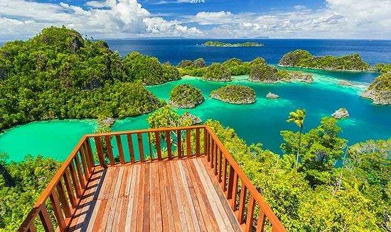 Sidomulyo, Indonezja: Rizquna Tour dan Travel Magelang  Paket Wisata Raja ampat Papua .untuk anda yang merencanakan wisata KeRaja Ampat Papua Hubungi Kami wa 085729265504   www.rizqunatourmagelang.com