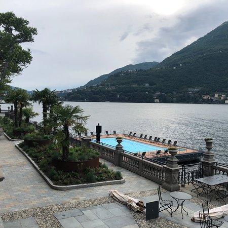 Entrance & pool/lake view