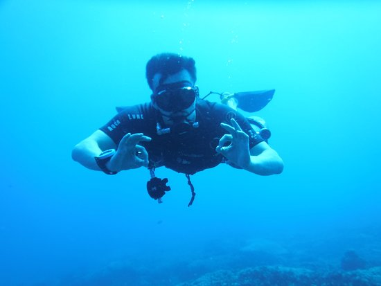 Sidemount diving with Blue Marlin Gili T.