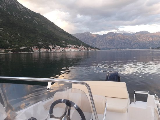 A&M Boat Tours: View on Perast from Lady of the Rock