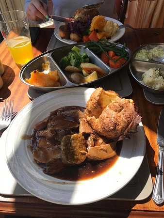 Just a ten minute walk from the town centre and beach gets you Probably the best Sunday lunch around, a mountain of succulent meat with 9 veg !!!😋😋we even got some delicious crackling with the pork and all washed down a selection of cask ales, definitely worth a visit 10/10 yummy