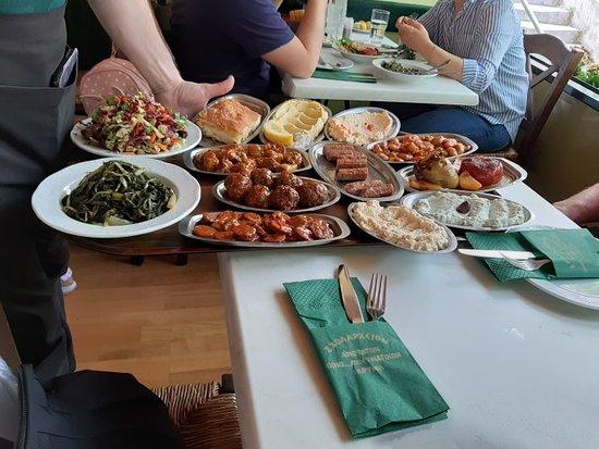 Εστιατόριο Σχολαρχείον: Escoger entre lo que ofrecen