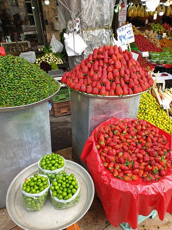 Tajrish Bazaar: Wow look at the size .Sweet tasting.