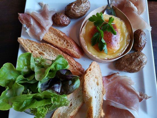 Chez Prosper: Demi camembert jambon de Bayonne et c est pomme de terre