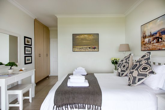 """26 La Mer - the main bedroom, the view and the """"music of the waves"""". BRILLIANT!"""