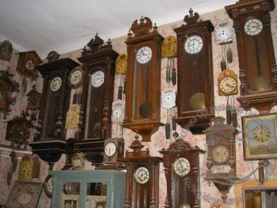 Senta, Serbia: Az óragyűjtemény egy része.