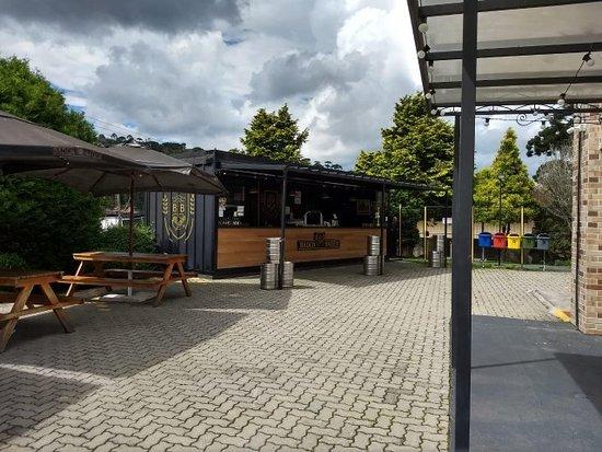 Área externa da cervejaria Baden Baden.
