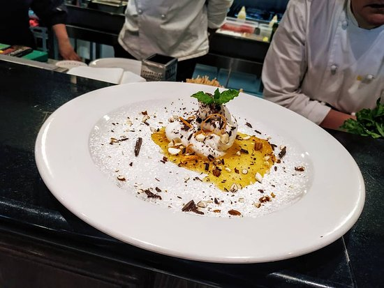 L'ostricaio Mellieha: dolce Ostricaio con ricotta di bufala marmellata d'arancia mandorle cioccolato e arance