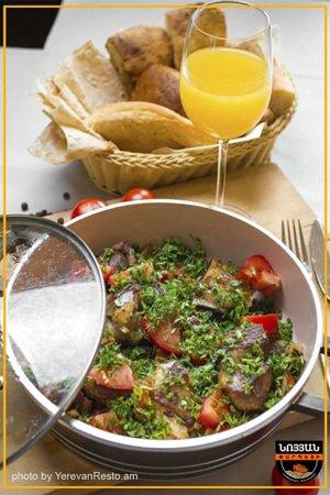 Fried veal khashlama Veal, tomatoes, pepper, onion