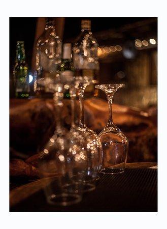 Nixtamal: Conoce nuestra hermosa y especial barra, hecha de una pieza única natural de raíz de caoba ___________________  Come and see our beautiful and unique bar, made out of a huge mahogany root