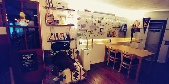 Komerica is a bar where you can try various kinds of Korean traditional drinks with American style fusion food.