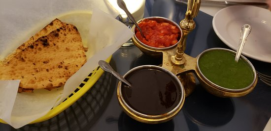 Indus Indian & Herbal Cuisine: Light tandoori bread with several spicy sauces
