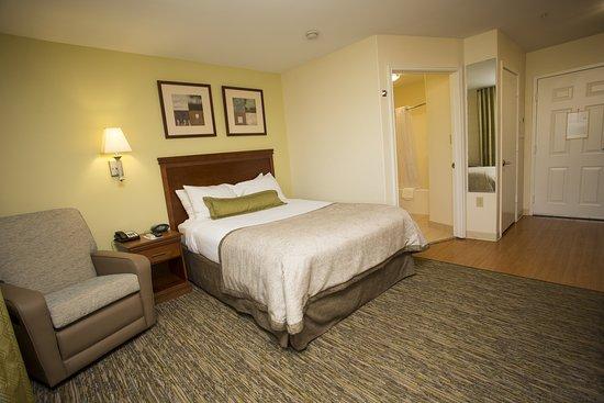 Candlewood Suites Nederland: Guest room