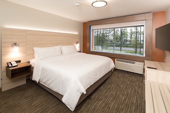 Holiday Inn Express & Suites - Gaylord: Guest room