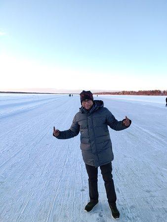 Russian Gulf of Finland Coast, Russland: Over the frozen sea.