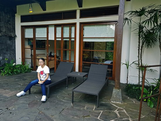 Novus Giri Resort & Spa: The view from outside the Pool Suite. Girl not included.