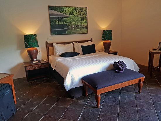 Novus Giri Resort & Spa: Pool Suite bed. Comfortable? Oh yes, certainly!