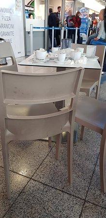 Sicilia's: Dirty tables