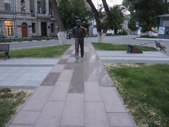 ‪Action Hero of O.P. Tabakov Monument‬