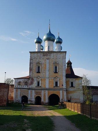 Надвратная Сретенская церковь