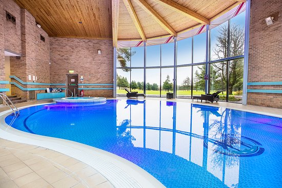Livingston, UK: Our swimming pool overlooks the 9th green.