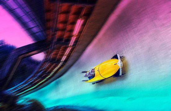 Schoenau am Koenigssee, Saksa: Im original Rennbob geht es mit erfahrenen Piloten auf der Weltcup- und Weltmeisterstrecke durch den 1.200 Meter langen Eiskanal am Fuße des Watzmanns.