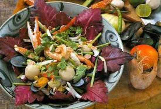 The Crab House restaurant: Delicious Thaifood With Salad