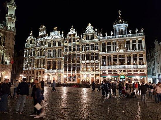 Grand Place: Stunning