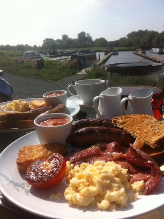 Breakfast at Oakwood Marina