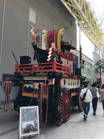 仙台市, 宮城県, 青葉祭り 山鉾 多くの団体によるそれぞれ特徴的な山鉾が巡行される。