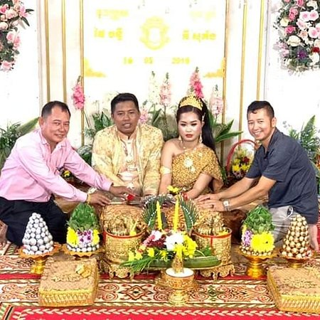 The wedding party in Cambodia by www.exclusivecambodiatravel.com
