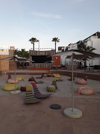 Hard Rock Hotel Ibiza: Area relax nel Club