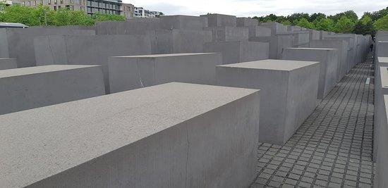 La vista di sinistra del memoriale