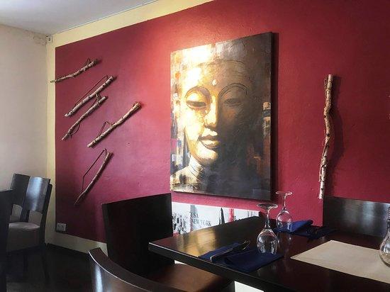 Auch die Dekoration und die Gestaltung der Räume sind geschmackvoll und passend.